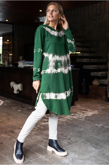 Kapucnis batikolt ruha