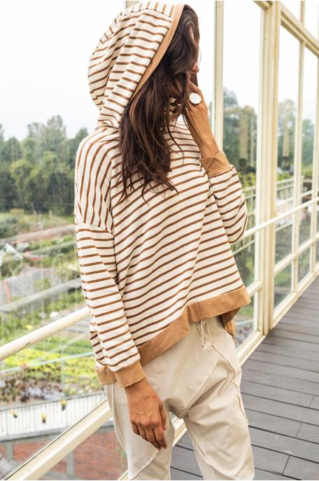 Csíkos kapucnis pulóver