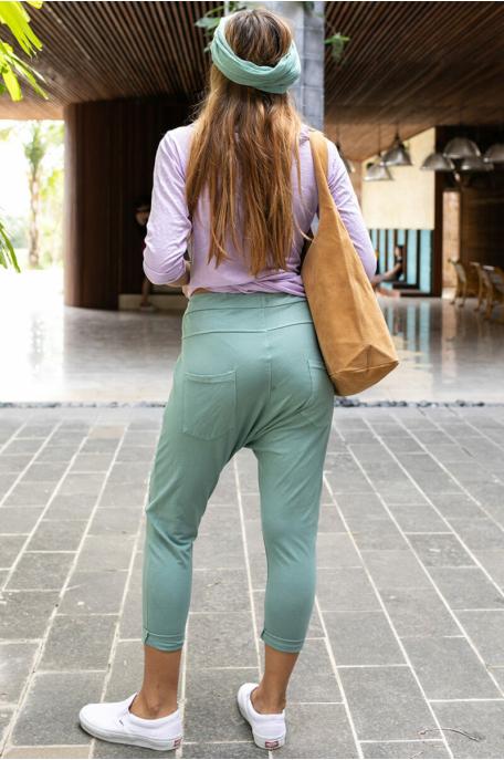 Ülepes nadrág varrásokkal