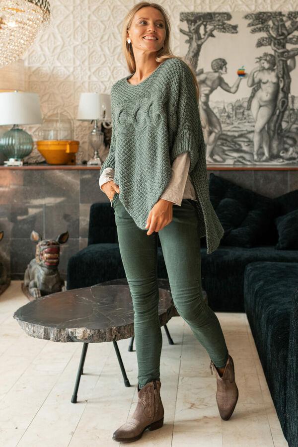 Csavartmintás kötött pulóver
