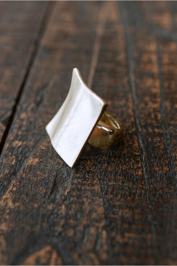 Négyzetes gyűrű